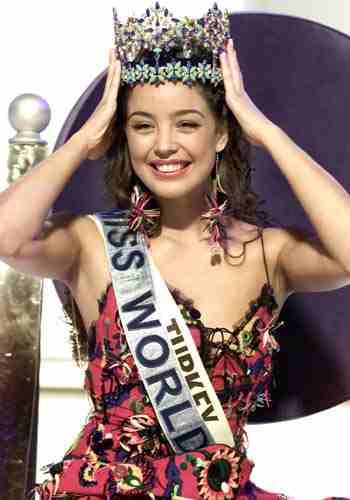 Miss World Azra_Akin_2002