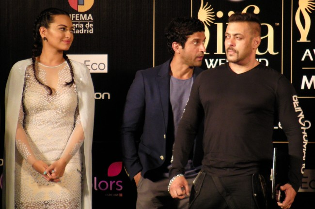 Salman Khan, Farhan Akhtar, Sonakshi Sinha at IIFA 2016 Madrid